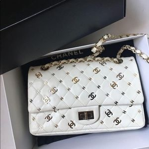 SOLD.Chanel Reissue 2.55 White Bag with CC Logos